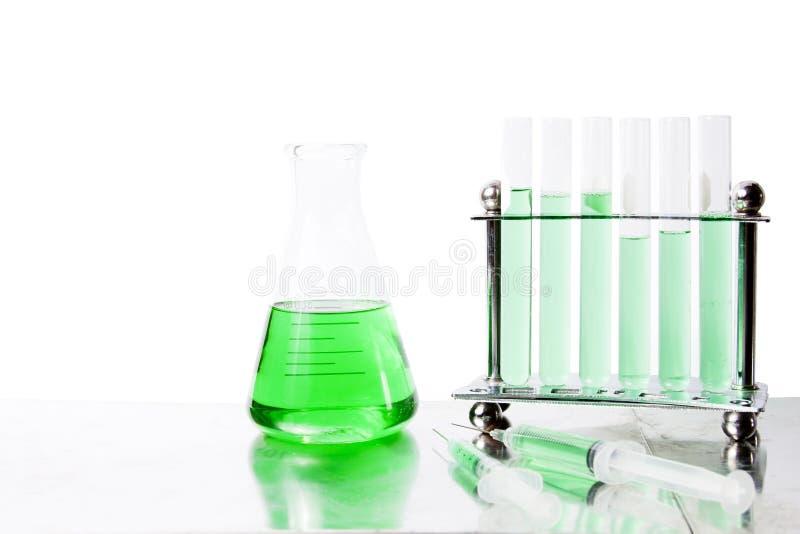 Grüne Laborausrüstung lizenzfreie stockbilder