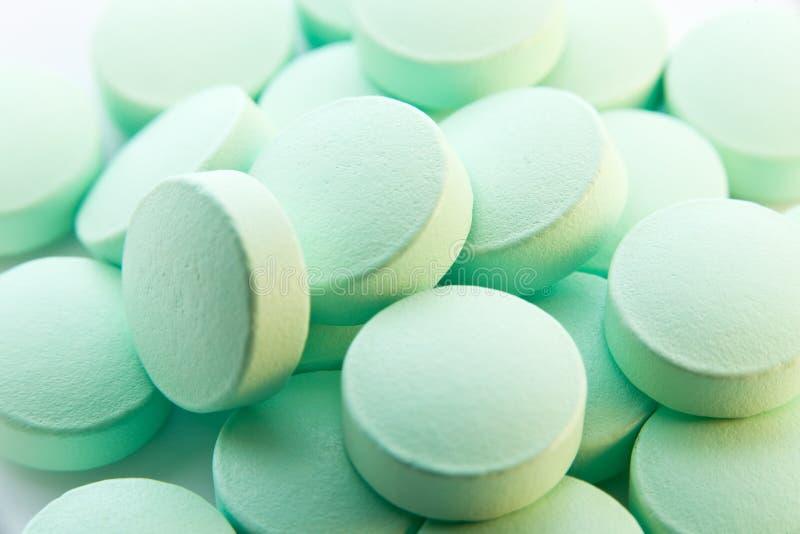 Grüne Pillen lizenzfreies stockbild
