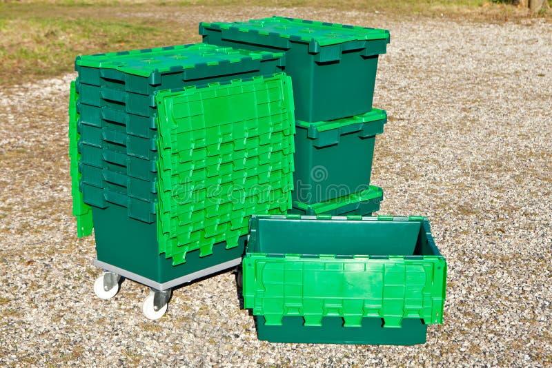 Grüne Plastikkästen stockfotos