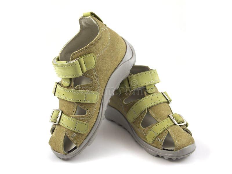Grüne Schuhe auf weißem Hintergrund lizenzfreie stockfotos