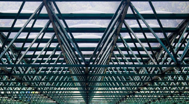 Grüne Struktur/Skelett eines Gewächshausdachs lizenzfreie stockbilder