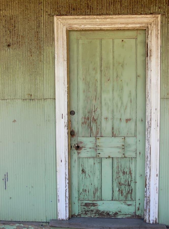 Grüne Tür stockfotos