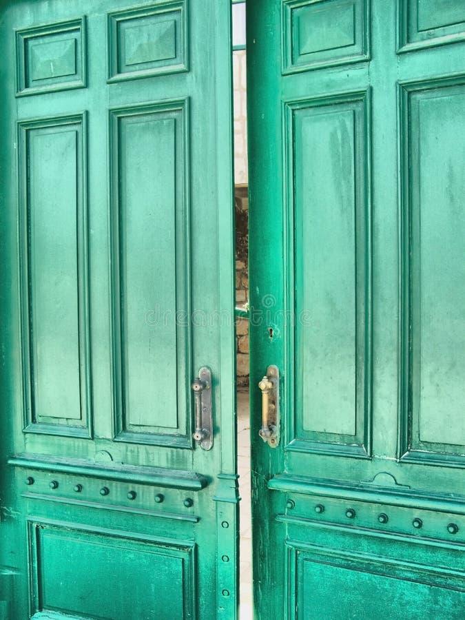 Grüne Tür (HDR) stockfotos