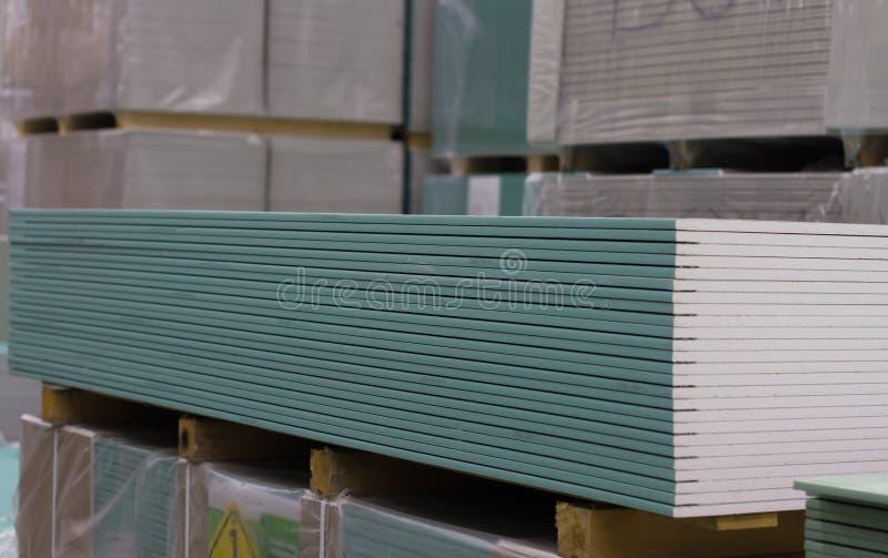 Grüne Trockenmauerblätter sind Los im auf Lager lizenzfreies stockfoto