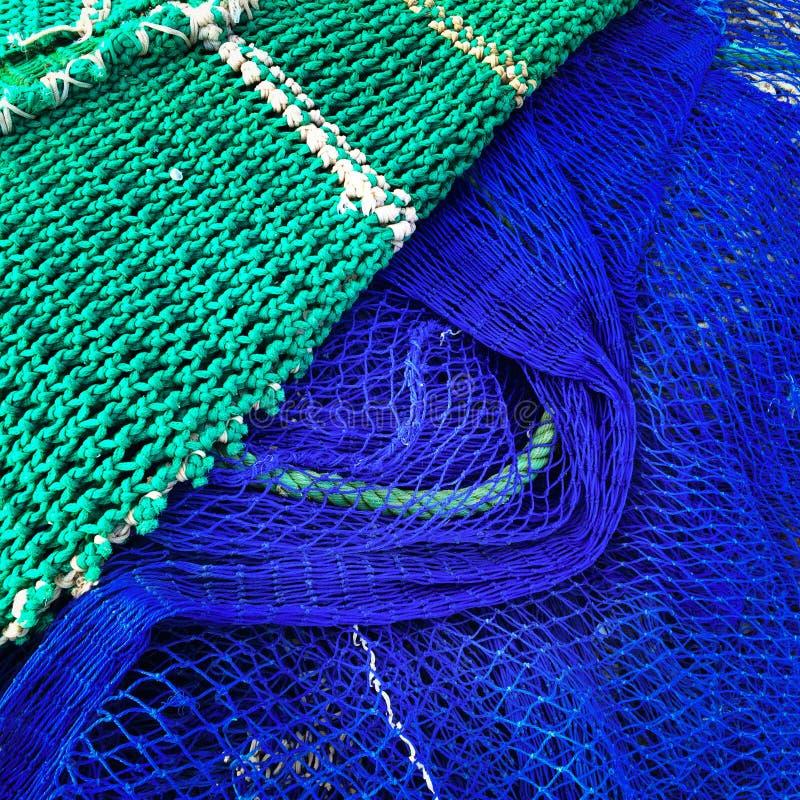 Grüne und blaue Fischernetze stockfoto