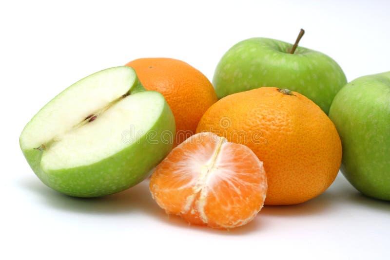 Grüne und orange Früchte lizenzfreies stockbild