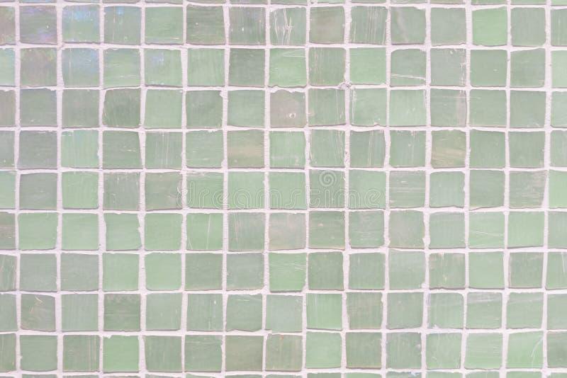 Grüne Wand deckt Porzellanmosaikbeschaffenheitshintergrund mit Ziegeln schöne gemütliche Weinleseart-Innenrauminneneinrichtung lizenzfreie stockfotos