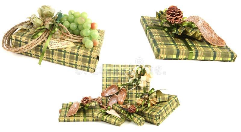 Grüne Weihnachtsgeschenke stockbilder