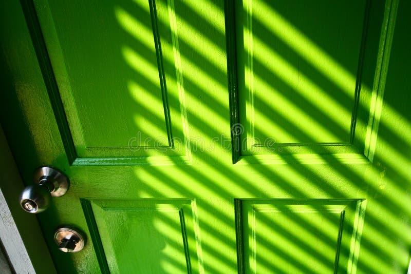 Grünen Sie Tür lizenzfreie stockfotos