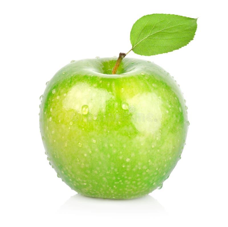 grüner apfel mit einem blatt stockfoto  bild von blatt