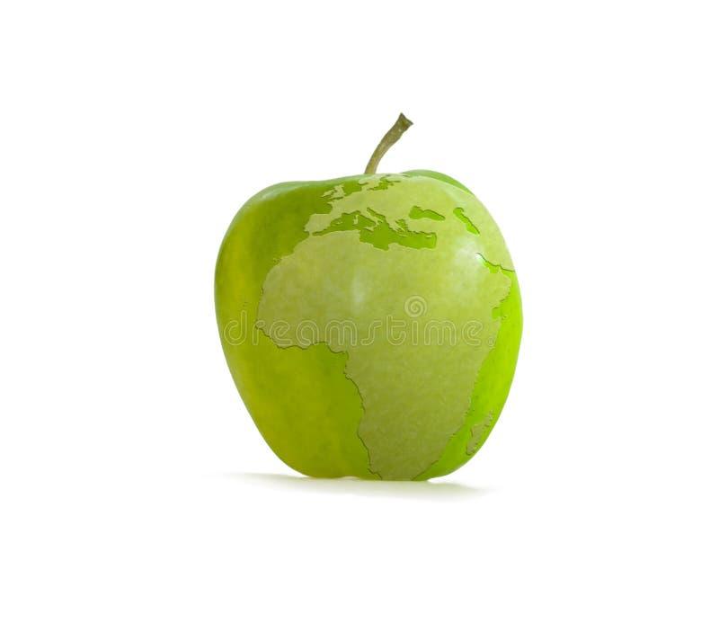 Grüner Apfel mit Erde stockfotografie