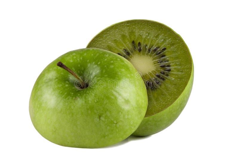 Grüner Apfel mit Kiwi nach innen lizenzfreie stockfotos