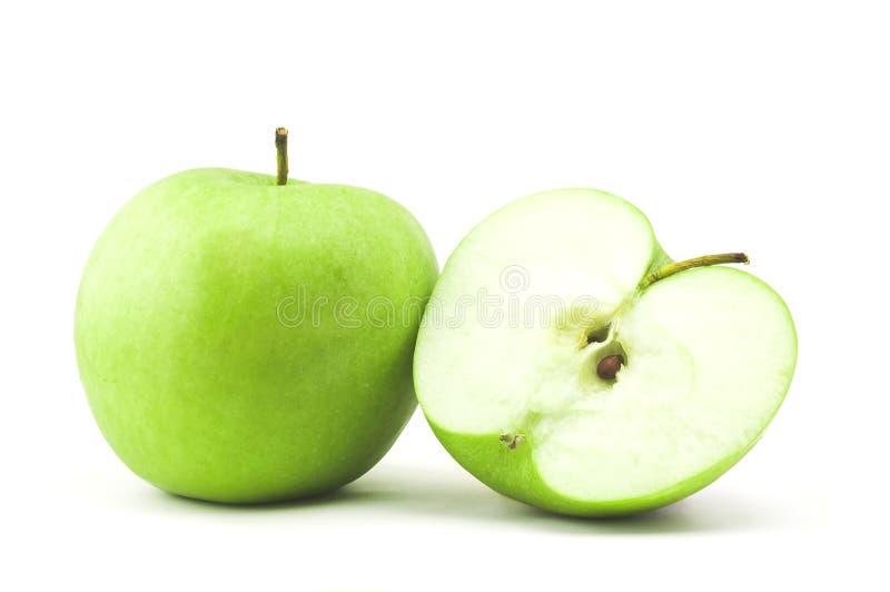 Grüner Apfel und halb lizenzfreies stockbild