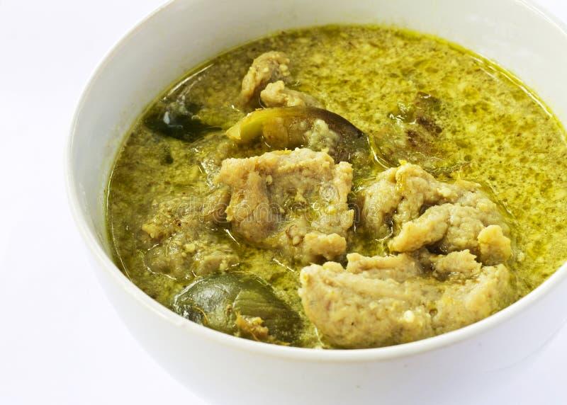 Grüner Curry mit Fischkugeln stockfotografie