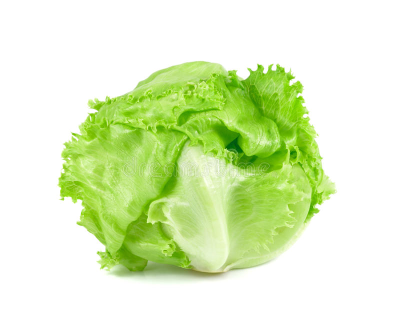 Grüner Eisbergsalat auf weißem Hintergrund, frisches Kohlisolat stockfoto
