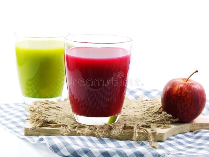 Grüner frischer gesunder Saft mit Obst und Gemüse lizenzfreie stockfotografie