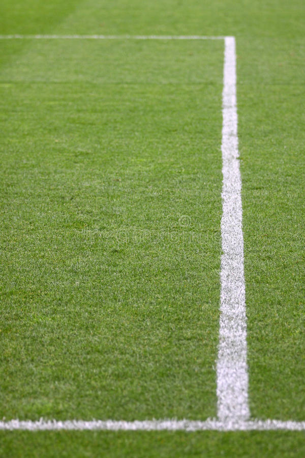 Grüner Fußballplatz lizenzfreie stockfotos