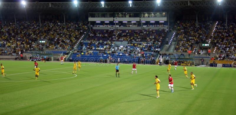 Grüner Fußballplatz, israelischer Fußball, Fußballspieler auf dem Feld, Fußballspiel in Tel Aviv Fußball-Weltmeisterschaft stockfoto