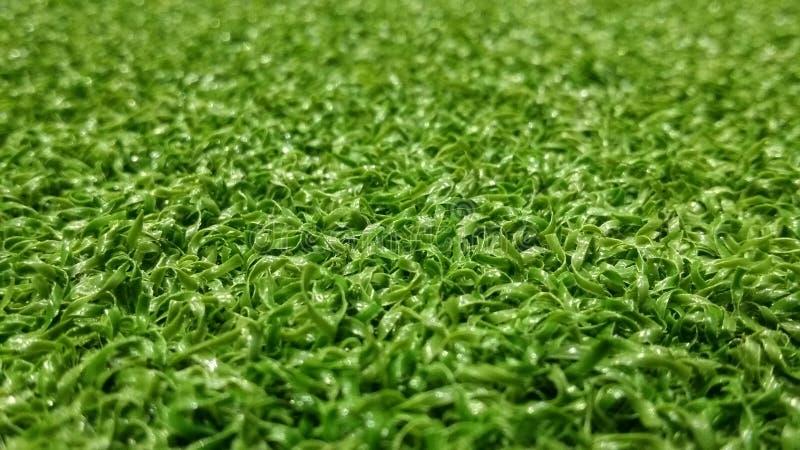 Grüner Fußballplatzhintergrund für das Spielen des Fußballs lizenzfreie stockbilder