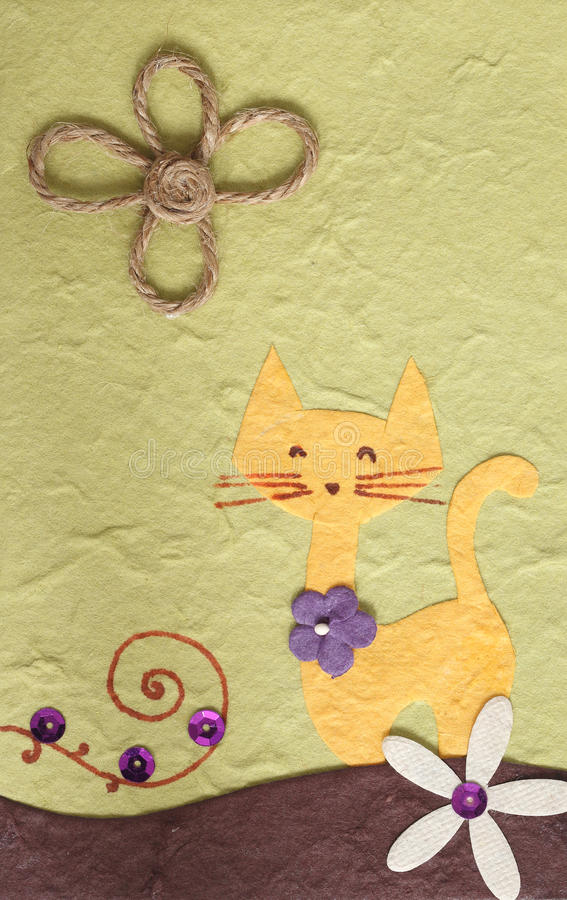 Grüner Hintergrund der Papercraft Katze und der Blume lizenzfreie stockbilder