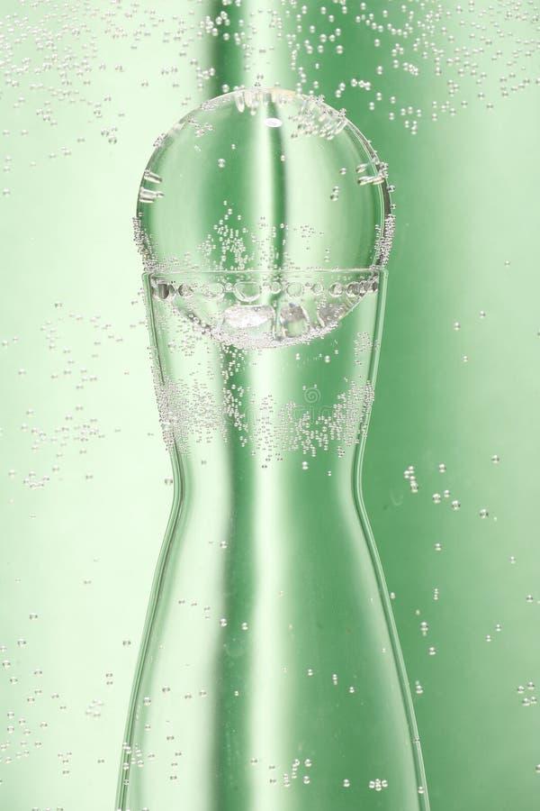 Grüner Hintergrund und Glas stockbilder