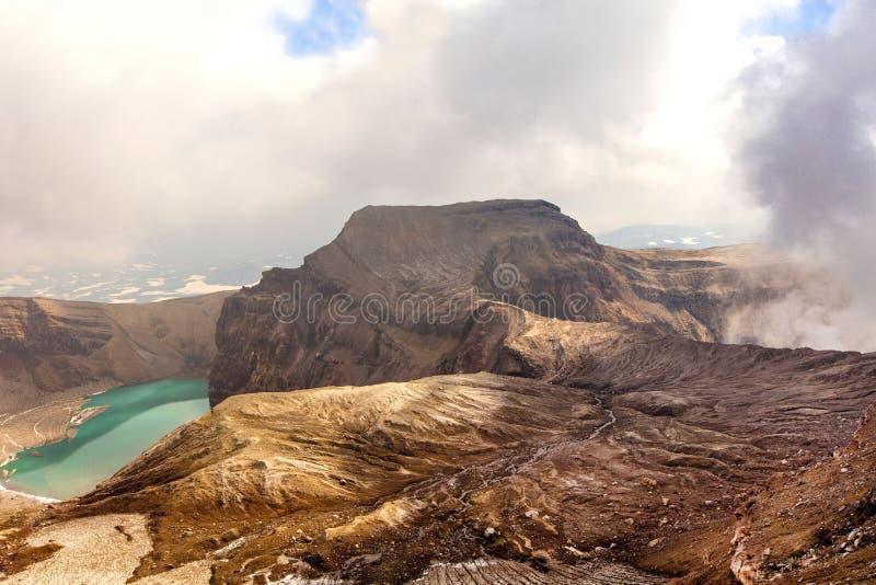 Grüner See im Mund von Gorely-Vulkan stockfotos