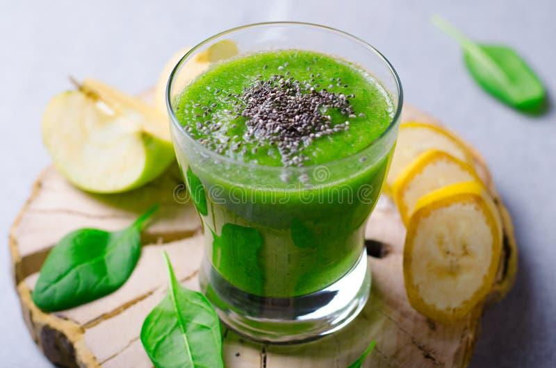 Grüner Smoothie, gesundes Getränk stockfoto
