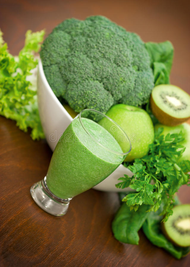 Grüner Smoothie - grüner Saft stockfotografie