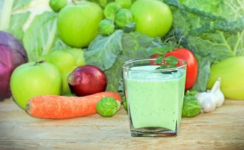 Grüner Smoothie - grüner Saft lizenzfreie stockfotos