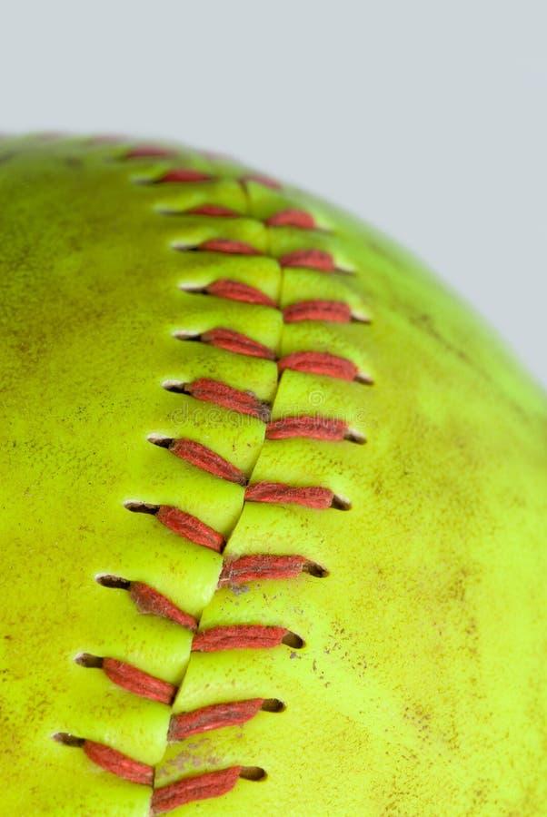 Grüner Softball lizenzfreie stockfotos