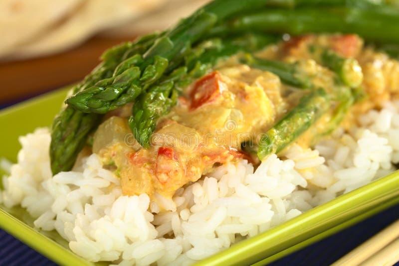 Grüner Spargel-Curry lizenzfreie stockbilder