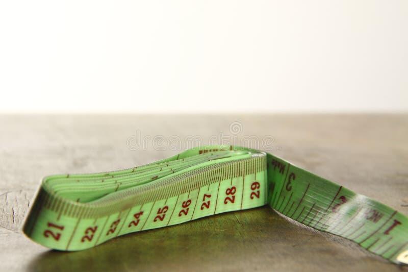 Grüner Tapemeasure lizenzfreie stockbilder