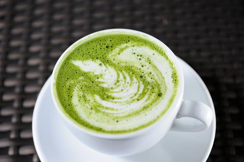 Grüner Tee Art Latte stockfotos