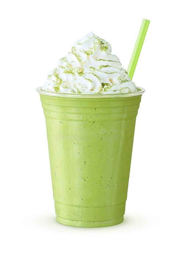 Grüner Tee Matcha Frappe mit Schlagsahne lizenzfreie stockfotos