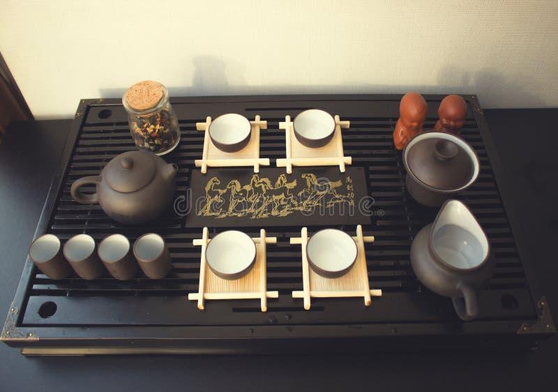 Grüner Tee mit Cup und Teekanne stockbild
