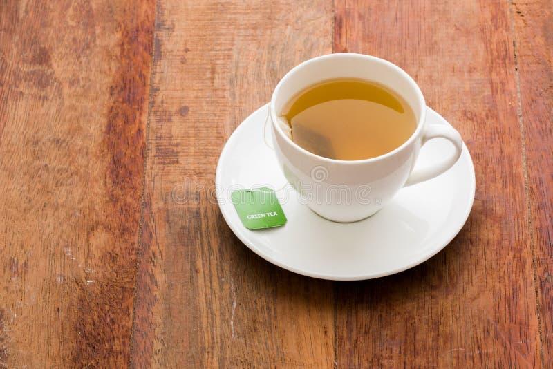 Grüner Teebeutel lizenzfreie stockbilder