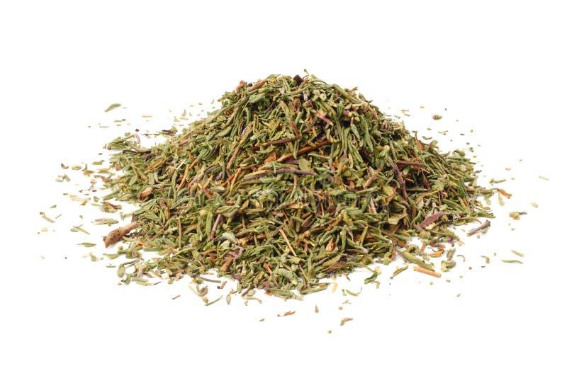 grüner Thymian mit den getrockneten Thymianblättern oben lokalisiert auf weißem Hintergrundabschluß lizenzfreie stockfotos