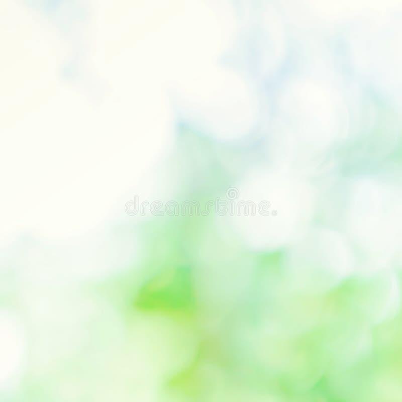 Grüner und blauer Hintergrund des natürlichen Frühlinges mit abstraktem defocused lizenzfreie abbildung