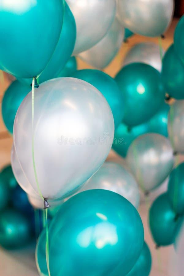 Grüner weißer Ballon stockfotografie