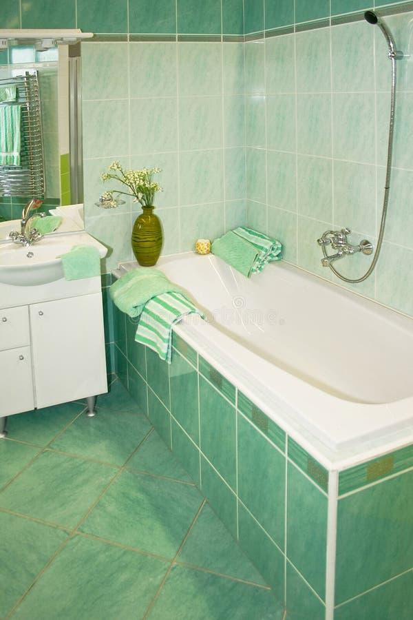 Grünes Bad stockfoto. Bild von gesundheit, badezimmer - 3630874
