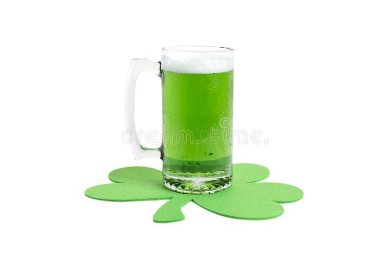 Grünes Bier stockbild