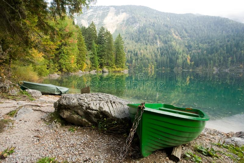 Grünes Boot lizenzfreie stockfotografie