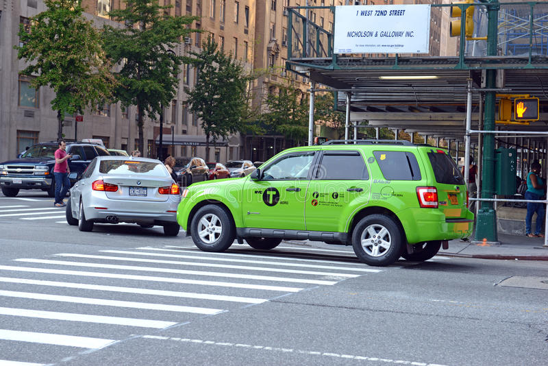 Grünes Boro-Taxi in Manhattan lizenzfreies stockbild