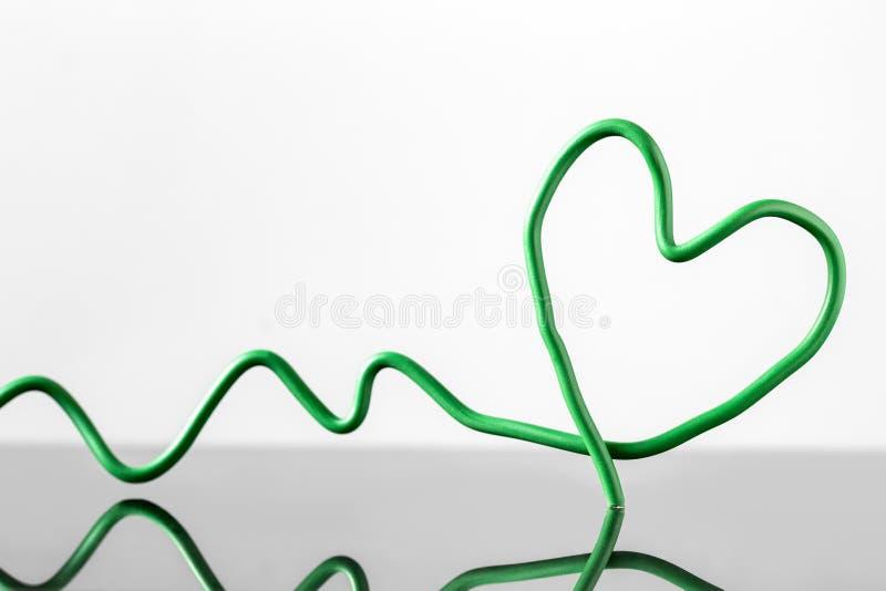 Grünes Draht Herz Mit Reflexionen Stock Abbildung - Illustration von ...