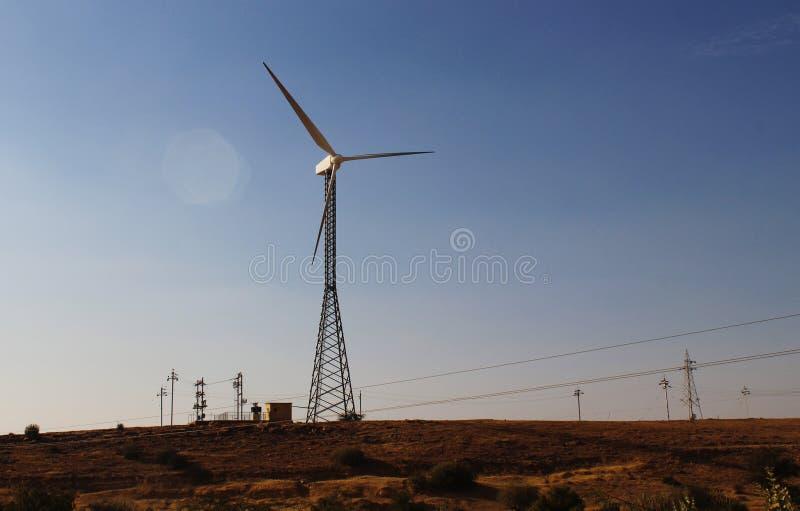 Grünes eco freundliche Energiewindmühle Indien stockfotografie
