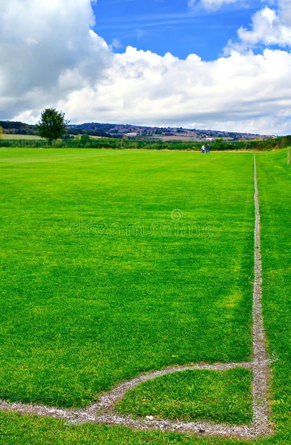 Grünes Feld des Fußballs lizenzfreie stockfotografie