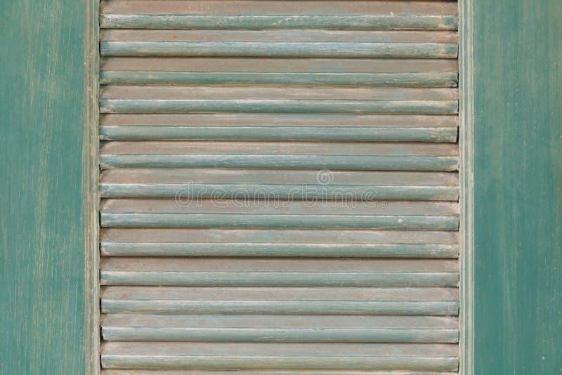 Grünes Fenster der Weinlese lizenzfreie stockfotos