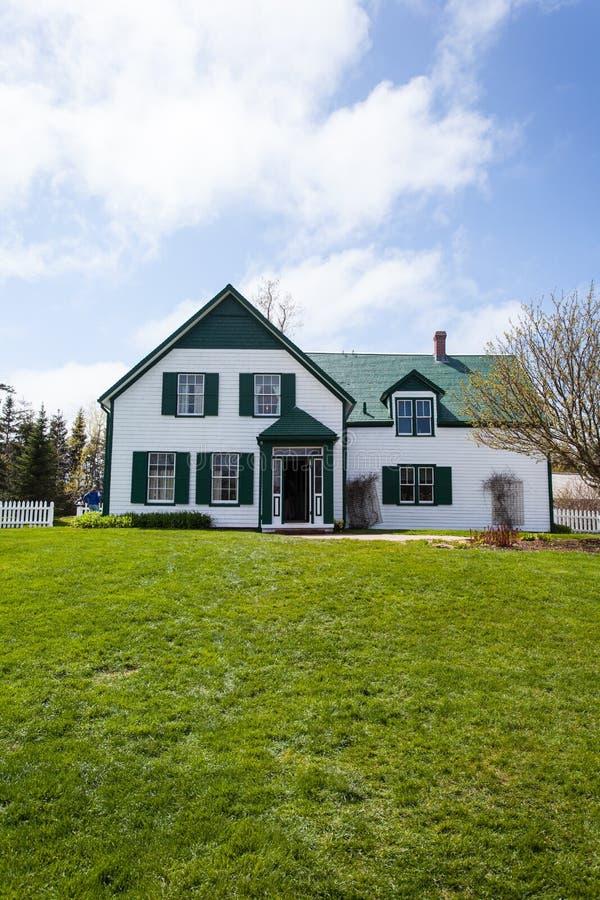 Grünes Giebel-Haus stockbild
