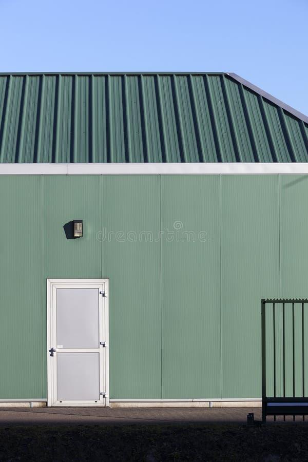 Grünes Industriegebäude lizenzfreie stockfotos