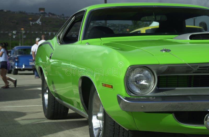 Grünes Muskelauto lizenzfreie stockbilder